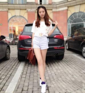 白球鞋搭配什么样的衣服 白球鞋