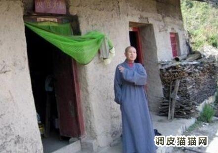 终南山美女隐士全国图,终南山隐士生活实拍,83岁终南山女茅棚隐士