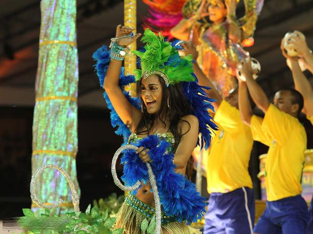 大棚歌舞团躶体表演,美国女子裸体表演魔术视频,女模衣不遮体表演