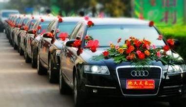 世界上最豪的迎亲车队土豪的世界你不懂,豪华迎亲车队10车连撞