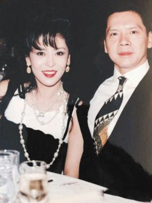 向华强为什么娶陈岚原因,向华强老婆陈岚背景简历年轻照片