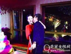 汪峰老婆和女儿的照片,汪峰章子怡同居床照,汪峰章子怡激情吻照图