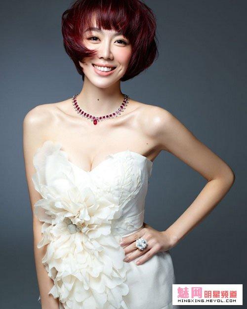 姜妍的胸三围个人资料老公是谁,姜妍整容前后对比照片?
