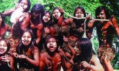 揭埃塞俄比亚原始部落女人袒胸露乳,新几内亚原始部落女分娩过程