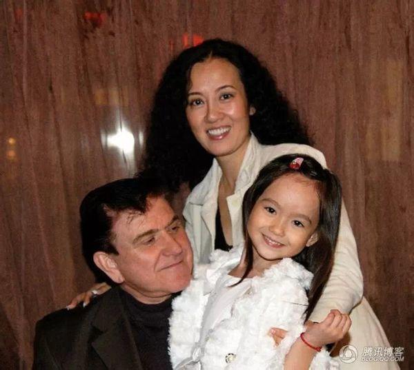 混血儿香奈儿和王俊凯,童星香奈儿喜欢王俊凯,香奈儿的照片全家福