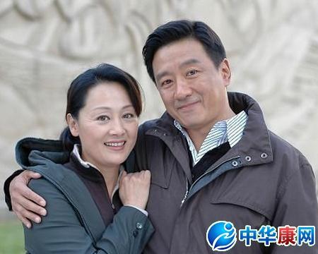 演员王姬丈夫高峰图片儿子怎么了,王姬与其老公高峰离婚了吗?