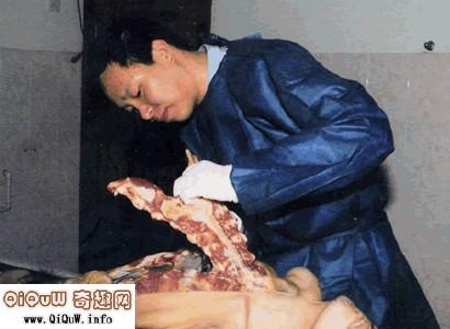恐怖分子解剖女人活体图片视频,恐怖解剖刮毛活女人图片及视频 2