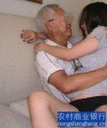 80岁老人夜战少女,72岁老人大战19岁少女,80多岁老人与保姆生子