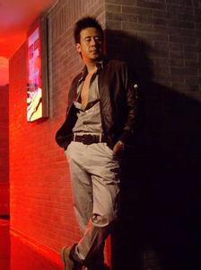 杨坤老婆照片儿子近况,杨坤的哈雷摩托多少钱,杨坤丁丁床照大曝光图片
