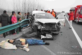 女人特大交通事故图 交通事故美女死亡图片
