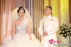 周立波妻子胡洁前夫杨胜华简历年龄背景图,胡洁的婚史资产有多少