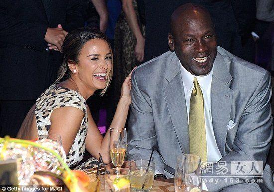 乔丹为什么不喜欢詹姆斯,乔丹说科比比詹姆斯强,乔丹老婆古巴模特