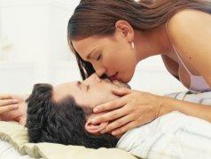 男子打劫反遭猛女喂药性侵 男子抢劫反遭女子亲吻 男女车震被打劫