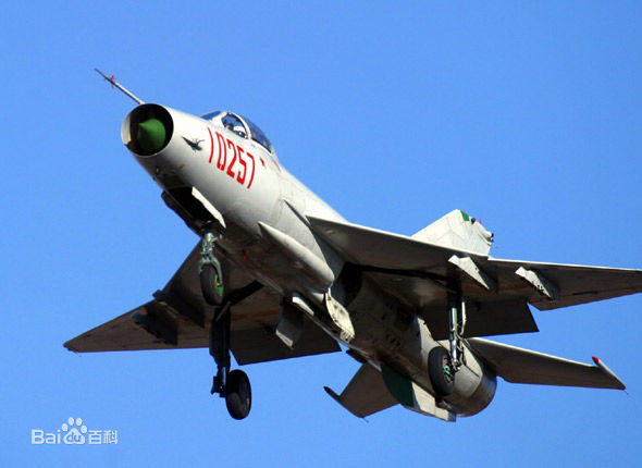 成都飞机制造厂接受了歼7改进改型的研制任务