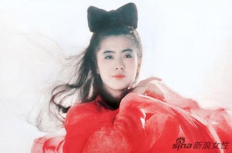 46岁王祖贤素颜现身搭地铁暴丑