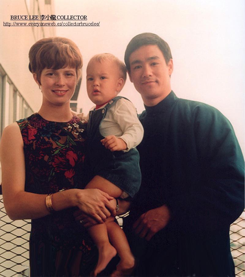 李小龙和妻子_李小龙的老婆琳达真实照片还活着吗后来嫁给了谁现在在哪近况 ...