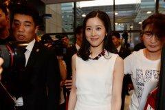 刘强东老婆奶茶妹妹产后现身 章泽天自曝掌握家庭财产大权真的吗