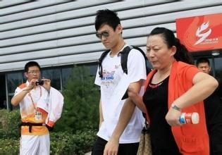 妈宝男孙杨因妈妈抛弃已孕女友和私生子,孙杨母亲为什么溺爱孙杨