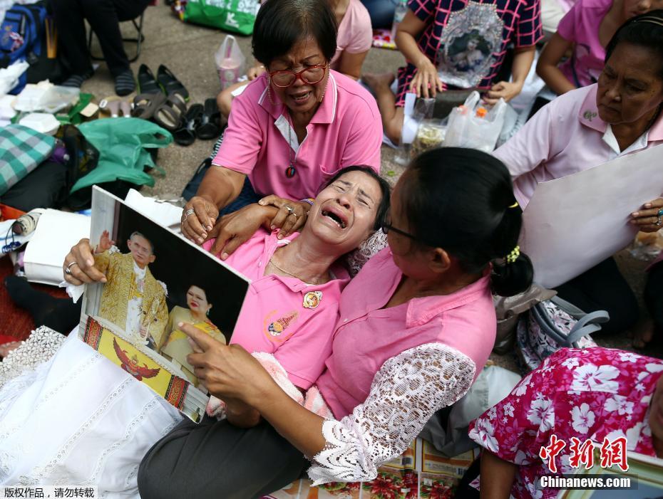 泰国国王普密蓬去世为什么不传王位 普密蓬有实权吗资产有多少钱