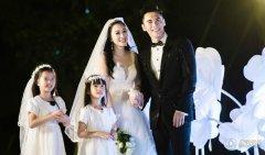 钟丽缇张伦硕年龄差多少结婚照曝光钟丽缇结过几次婚离婚原因揭秘