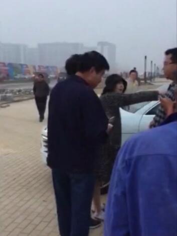 樊少皇夫妇当街与人对骂吵架视频 樊少皇老婆贾晓晨为何被骂泼妇