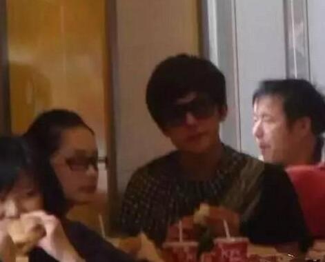 杨洋李沁肯德基吃饭被抓包疑似复合杨洋李沁在一起过吗为什么分手