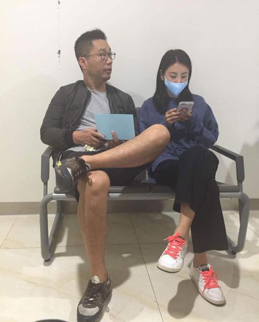 张雨绮婚后现身医院怎么了现场张雨绮老公袁巴元公司负债破产了吗