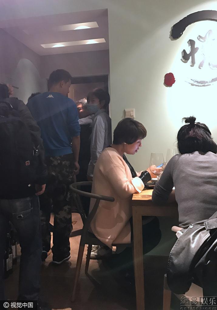 2016年许飞现在近况现状,超女沦为服务员餐厅打工好心酸图片