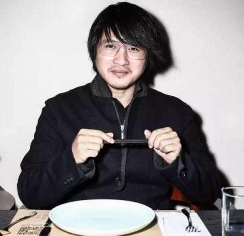 韩寒餐厅倒闭欠钱不还被拉横幅追债,餐厅曾因违规经营被立案调查