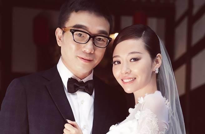 张靓颖冯轲结婚性感婚纱照片曝光为什么没人祝福?张靓颖讽刺网友