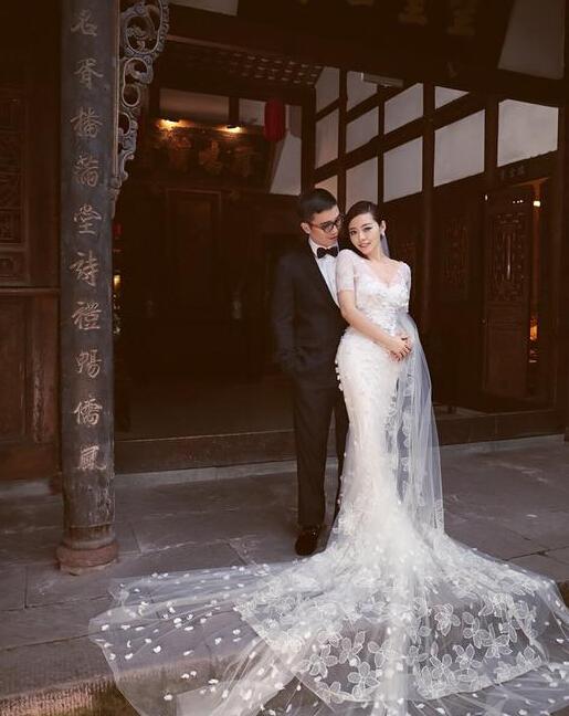 张靓颖冯轲结婚现场曝光 张靓颖大婚为什么没请妈妈参加原因揭秘