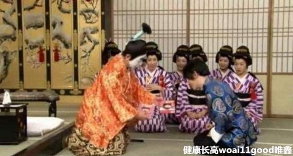 刘谦为什么没消息了被封杀了吗 刘谦跪拜日本天皇事件真相揭秘