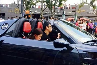王思聪有哪些限量豪车最贵车库图片,王思聪杭州开公交车现场视频