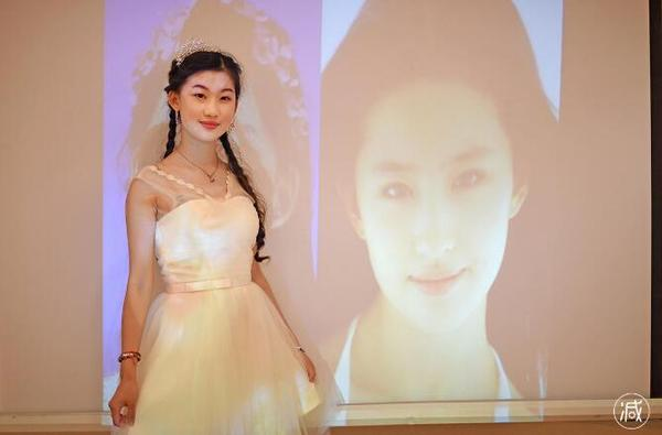 19岁女生李奕霏欲整容成刘亦菲成功了吗?李奕霏整容后照片好难看