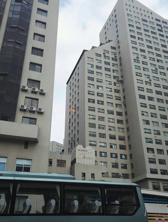 上海银行女经理坠亡现场视频图片,上海银行女经理生前资料照片