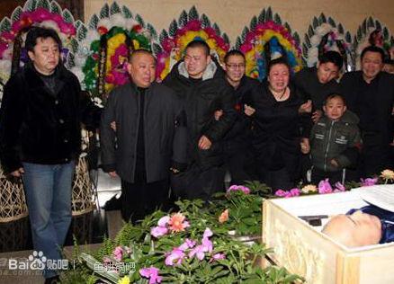 马季去世追悼会现场遗体图片,马季葬礼上最无耻一幕视频曝光