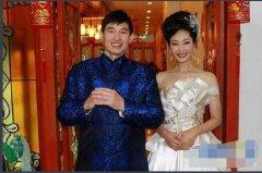 大衣哥朱之文出名后和农村老婆离婚真相,朱之文于文华结婚照曝光