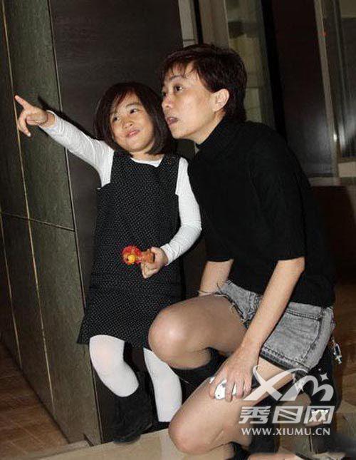 郑钧满足的了刘芸吗怎么好上的?郑钧女儿郑楚怡和刘芸关系怎么样