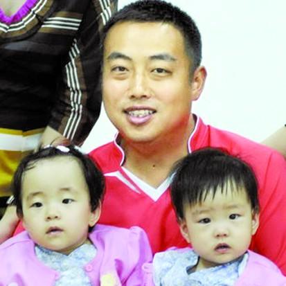 刘国梁妻子和女儿年轻照片资料简历,刘国梁和老婆王瑾怎么认识的