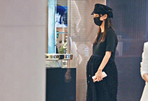 Baby产期将至素颜怀孕大肚子视频 Baby黄晓明整容孩子长相ps图