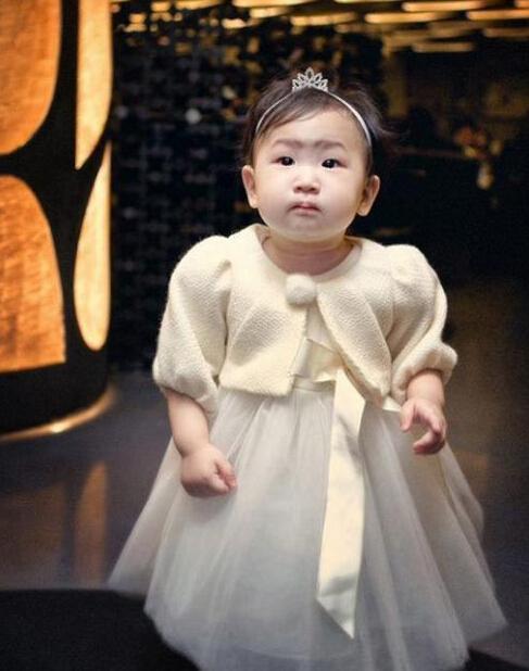 金喜善的女儿7岁近照怎么那么丑,金喜善整容前后对比照片曝光