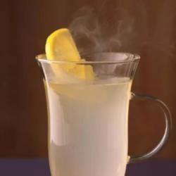 柠檬水的功效与禁忌 柠檬水可以天天喝吗 柠檬不能和什么一起吃