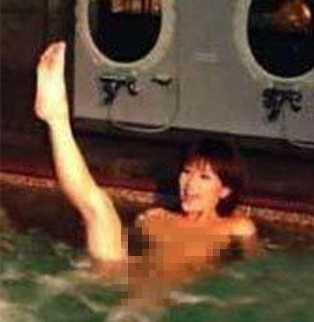 斯琴格日乐金莎泼妇门怎么回事?金莎露天泡澡不拉窗帘大尺度照片