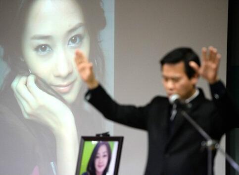 李承铉妹妹车祸去世年仅26岁,戚薇丈夫李承铉的妹妹joanne资料图