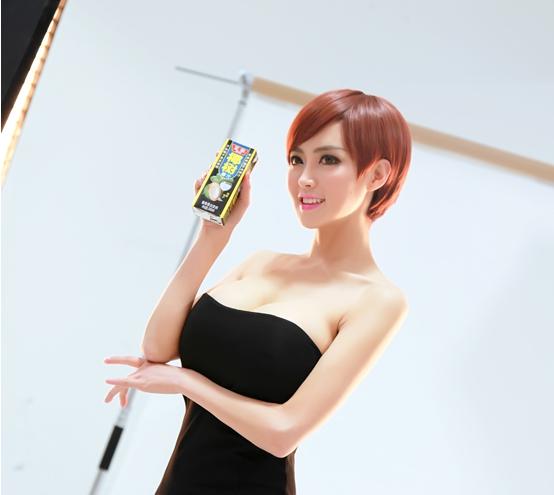 椰树椰汁新广告被骂太污咋回事?椰树椰汁女主角潘春春裸露爆乳图