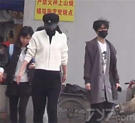 薛之谦高磊鑫复合了吗离婚原因揭秘 薛之谦高磊鑫牵手照片曝光