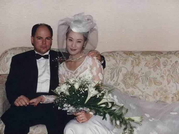 邬君梅近照现在在干什么结过几次婚?邬君梅和老公为什么没有孩子