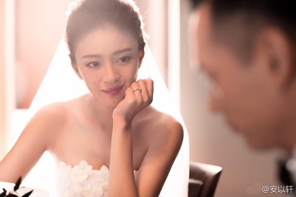 安以轩富豪老公陈荣炼背景有多少钱?安以轩陈荣炼婚纱照伴娘是谁