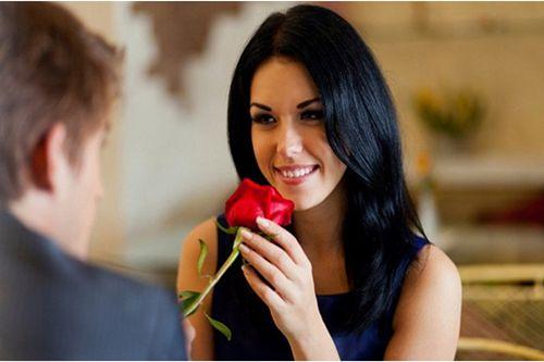 追女孩子的方法及聊天话题有哪些 谈恋爱的技巧和方法揭秘