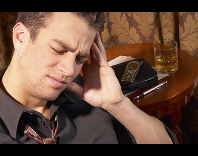 喝完酒后头疼怎么办 如何快速解决酒后头疼最有效的方法揭秘